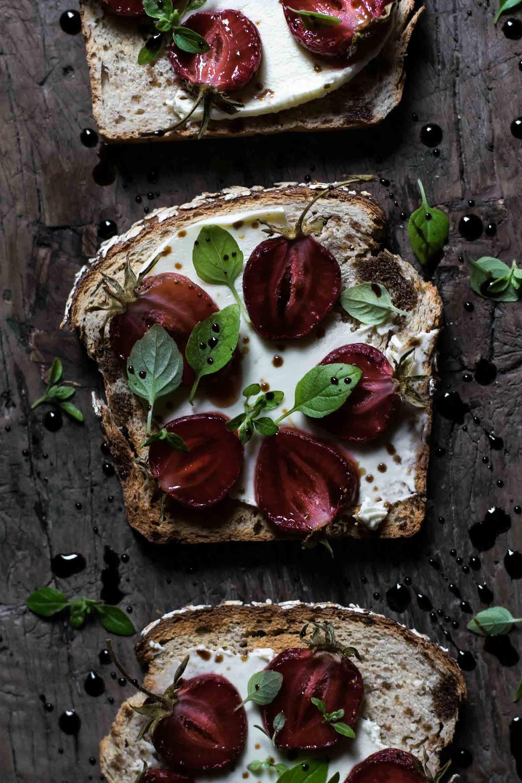 Toast med jordbær og balsamico · 10