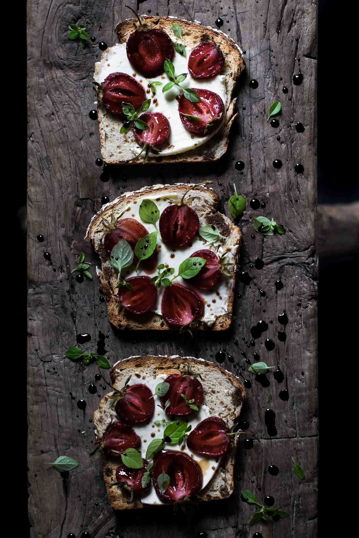 Toast med jordbær og balsamico · 4