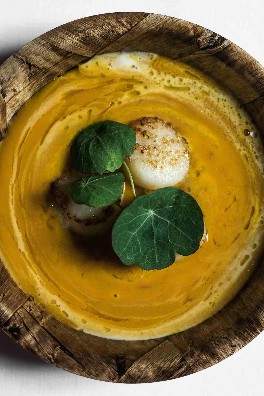 Hokkaidosuppe med mascarpone og kammuslinger · 10