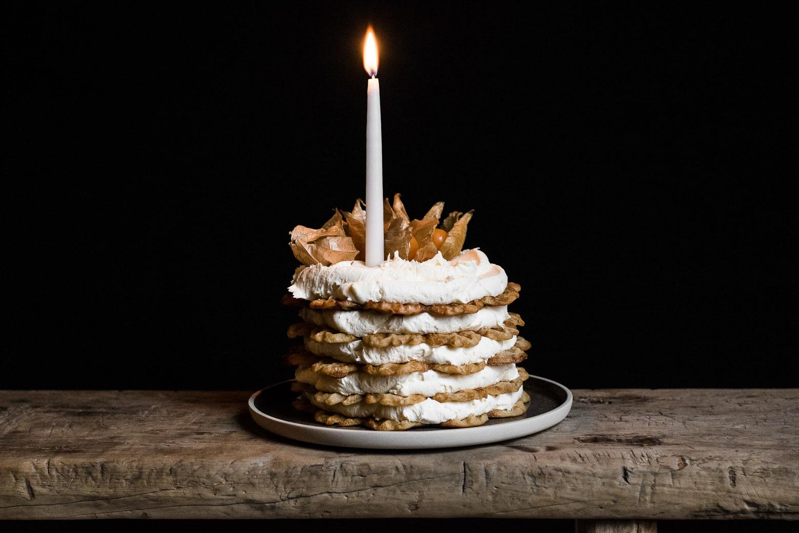 Chaikrydret vaffelkage med brunet smørcreme · 3