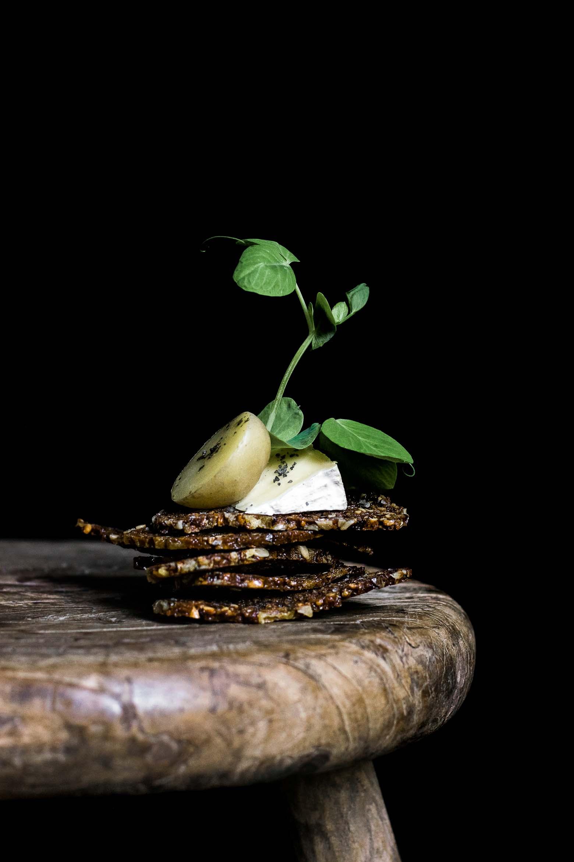 Rugchips med nye kartofler og skimmelost · 15