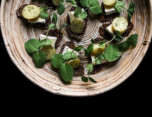 Rugchips med nye kartofler og skimmelost · 11